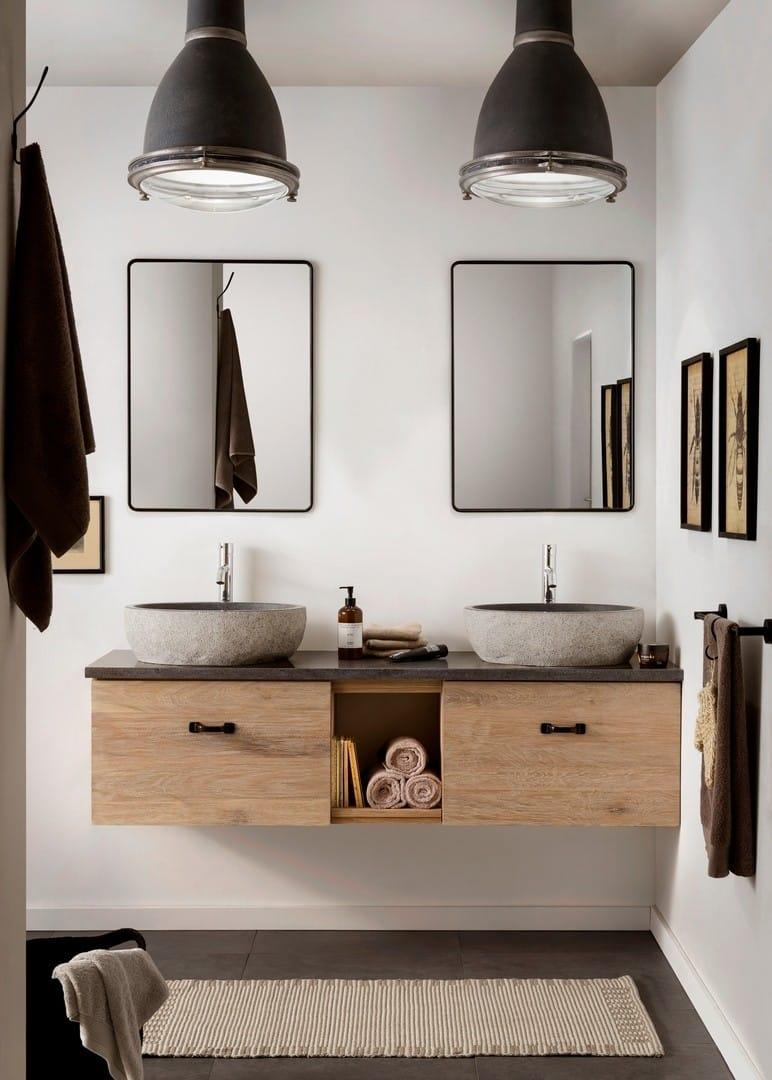 Mooi badkamermeubel met granieten waskom en twee bijpassende spiegels