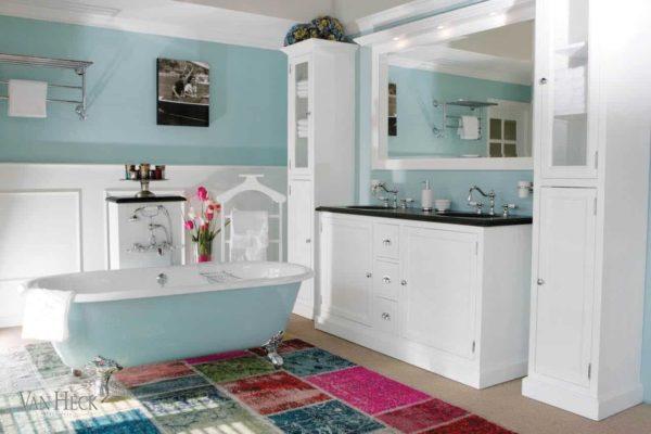 Boston Badkamermeubel 160 in wit met een granieten blad en twee keramische onderbouw wastafels.