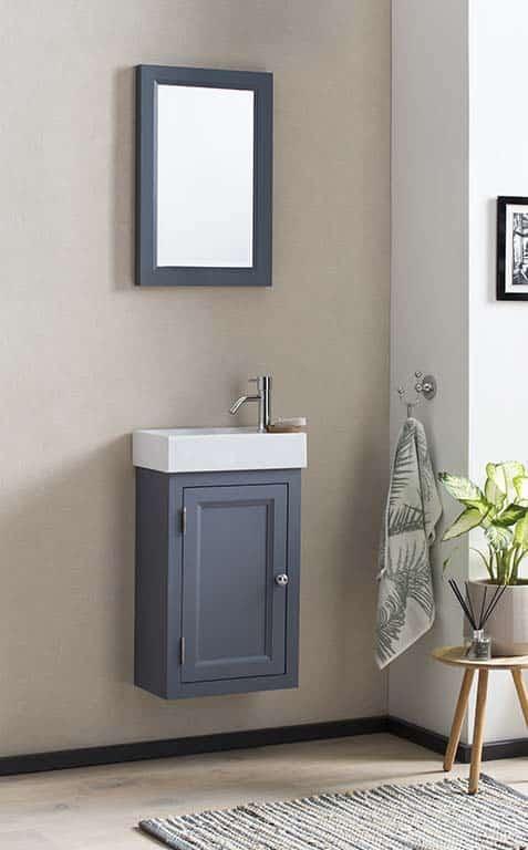 WC meubel in het royal blue met een keramisch fontein en bijpassende spiegel