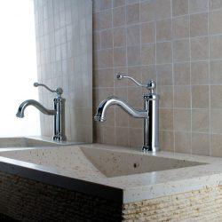 mooie klassieke kraan voor in de badkamer