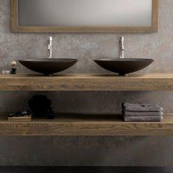 mooie eiken wastafelbladen met bijpassende spiegel en mooie waskommen