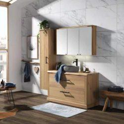 Eiken badkamermeubel op maat met een eiken spiegelkast en hoge kolomkast