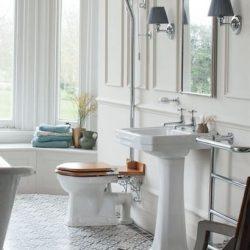 Mooie klassieke wastafel voor in de badkamer