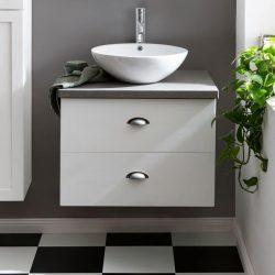 houten badkamermeubel met een witte waskom