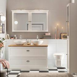 mooi badkamermeubel wit met eiken wastafelblad en twee keramische waskommen