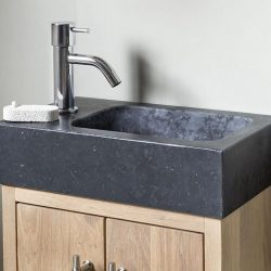 granieten fontein op houten toiletmeubel