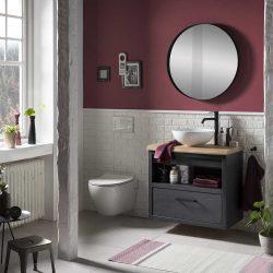 donker badmeubel met ronde spiegel en wandtoilet