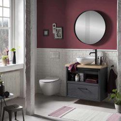 houten badkamermeubel in het zwart met zwarte kraan en zwarte spiegel