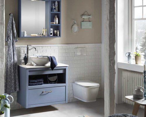 hangend wasafelmeubel met spiegelkast en wandtoilet