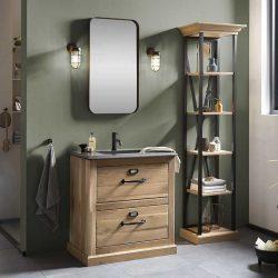 natuurstenen wastafelblad op een eiken badkamermeubel met zwarte kraan en spiegel