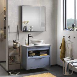 badkamermeubel hout met keramische wastafel, zwarte kraan en spiegel