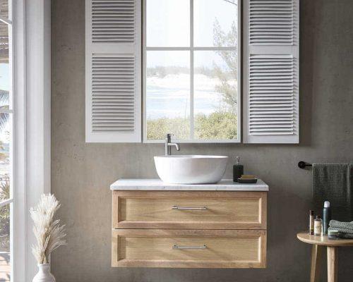 hangend badmeubel met natuurstenen wastafelblad en keramische waskom
