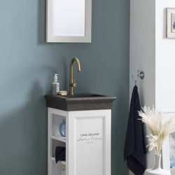 Staand fonteinmeubel in het wit met granieten fontein en gouden fonteinkraan in de toiletruimte