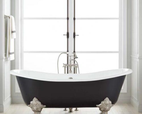 zwart losstaand bad op pootjes met klassieke badkraan