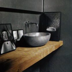 Mooi badkamermeubel met waskom. Wastafelblad van eiken met een wabi saai waskom
