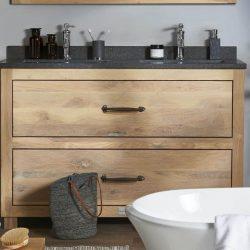 staand eiken badkamermeubel met granieten wastafelblad en twee wastafels