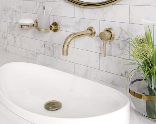 Mooiste gouden kraan in de badkamer. Inbouw kraan goud