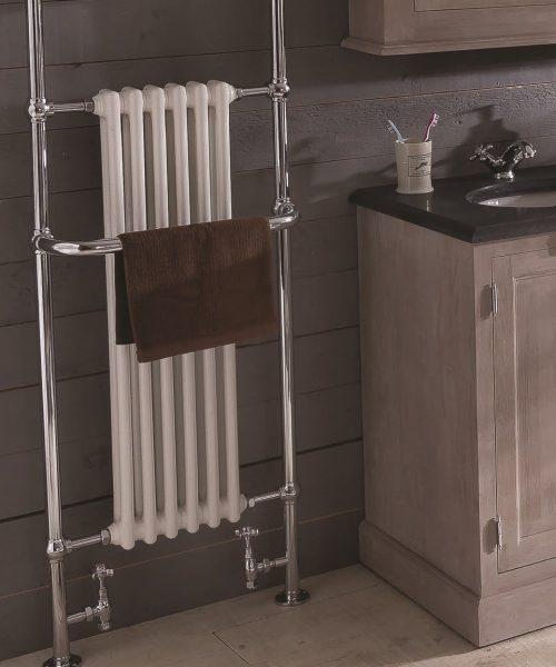 landelijke design radiator in de landelijke badkamer