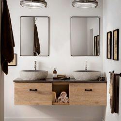 robuust wastafelmeubel van hout met zwarte spiegels