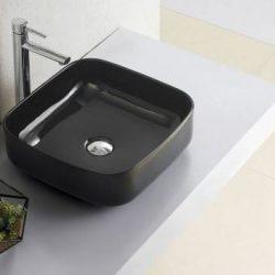 vierkante waskom in het zwart