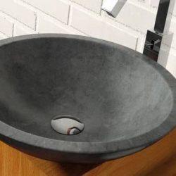 waskom natuursteen op eiken badmeubel