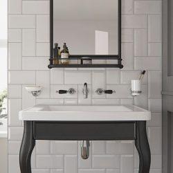 klassiek badkamermeubel met zwarte inbouwkranen