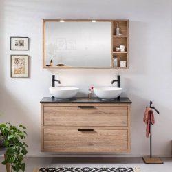 een eiken badmeubel met dubbele waskommen, kranen en een natuurstenen wastafelblad