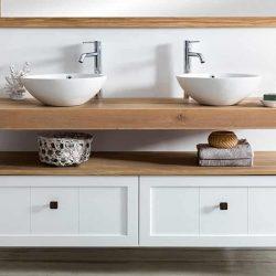 Eiken wastafelblad met twee waskommen in landelijke stijl