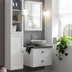 Landelijk badkamermeubel voor de kleine badkamer met waskom en bijpassende spiegelkast