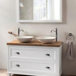 landelijke badkamermeubel met waskommen