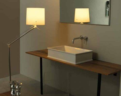 keramische waskom rechthoekig in een moderne badkamer